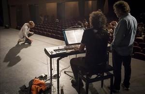 El actor Jan Forrellat participa en las pruebas de selección de 'Scaramouche', de Dagoll Dagom, en el Teatre Victòria.