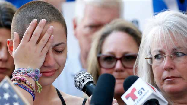 Emma González, l'alumna supervivent de l'institut de Parkland que ahir va criticar Trump, preguntant-se quants diners rep de l'Associació nacional del Rifle, ara vol tenir un cara a cara amb el president.
