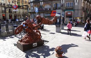 Estatua humana en la Puerta del Sol, en Madrid.