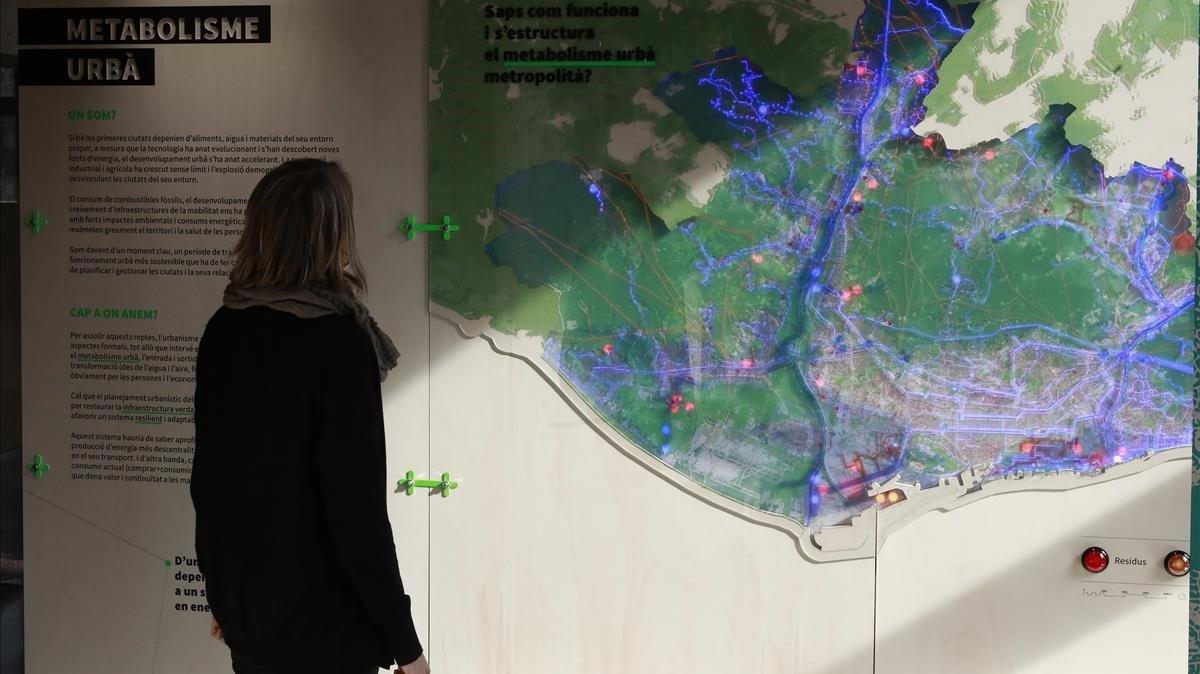Uno de los paneles de la exposición 'Metrópolis de ciudades' dedicado al metabolismo urbano