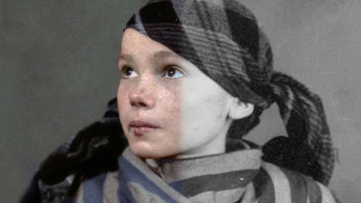 Faces of Auschwitz: Restaurando miles de retratos del holocausto.