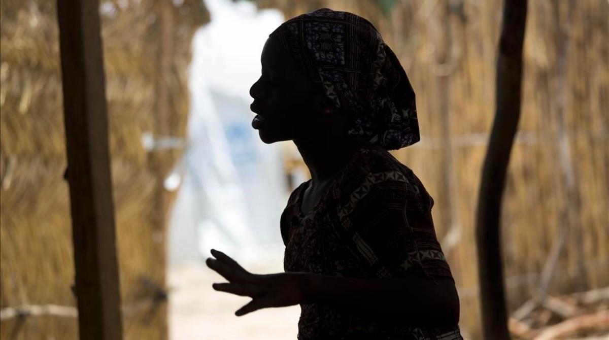 Fati, una niña nigeriana de 15 años que escapó a un secuestro de Boko Haram, en un campo de refugiados del norte de Camerún, el pasado 5 de abril.
