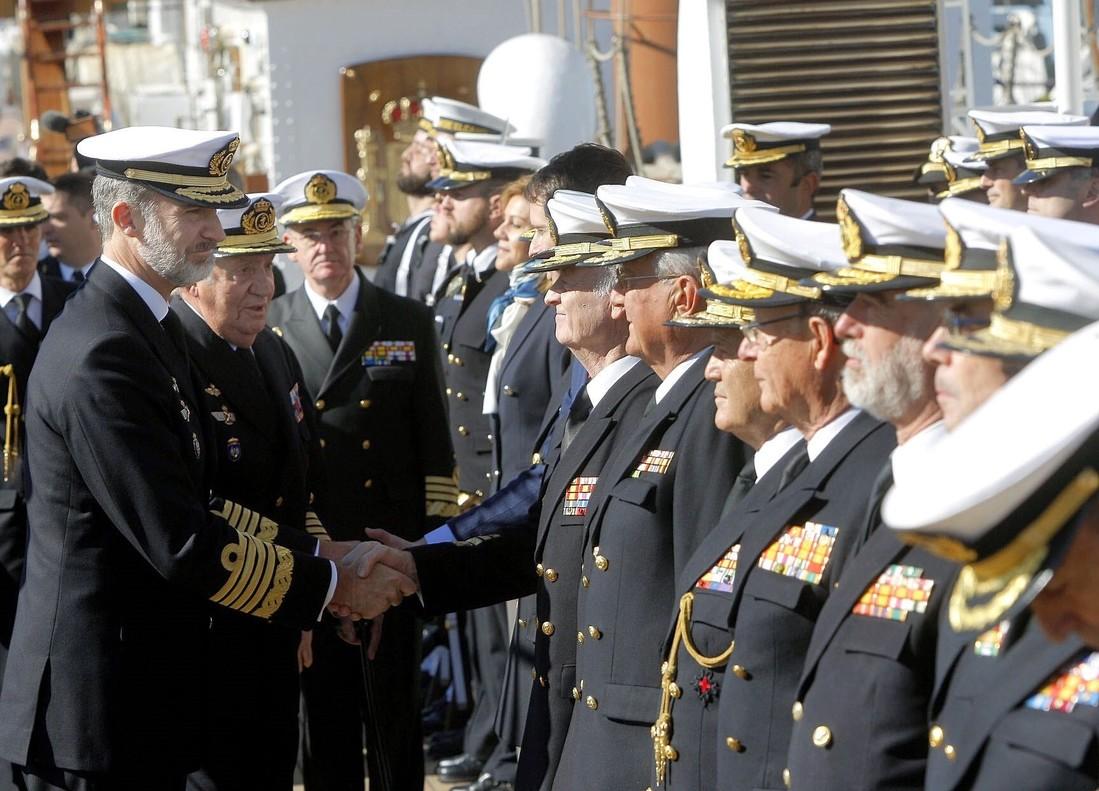 Felipe VI y Juan Carlos I visitan el buque 'Juan Sebastián de Elcano'