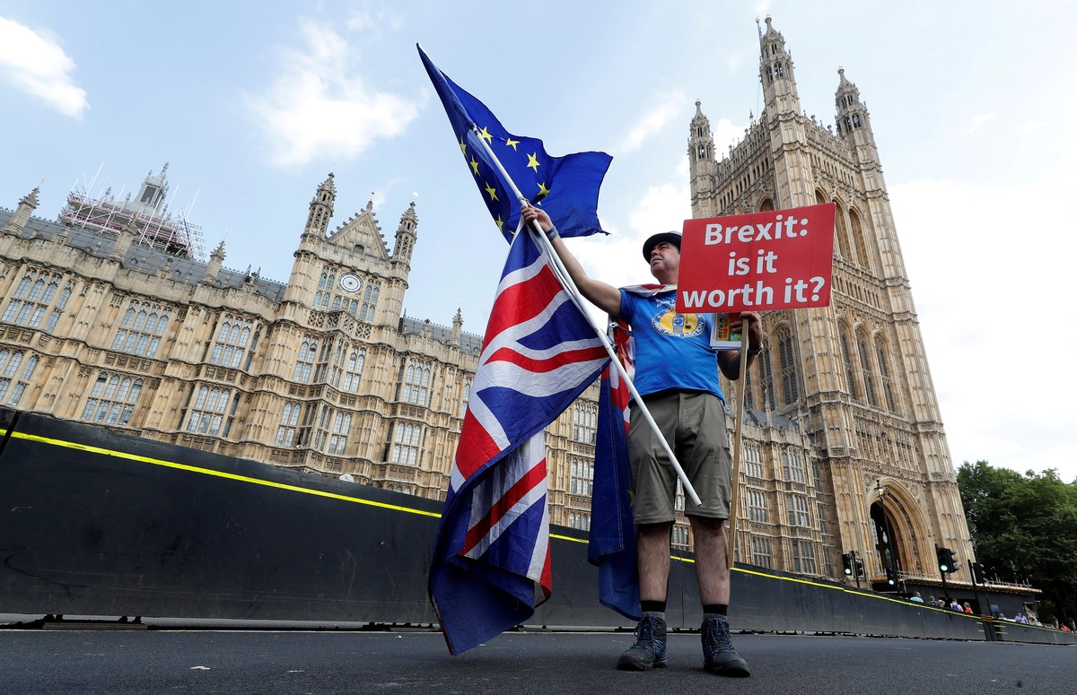 FILE PHOTO A man holds an anti-Brexit banner on Westminster Bridge in central London Britain July 13 2018 REUTERS Yves Herman File Photo