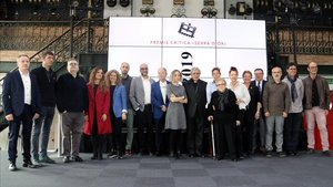 Foto de familia de los galardonados con los Premis Crítica Serra dOr, ayer.