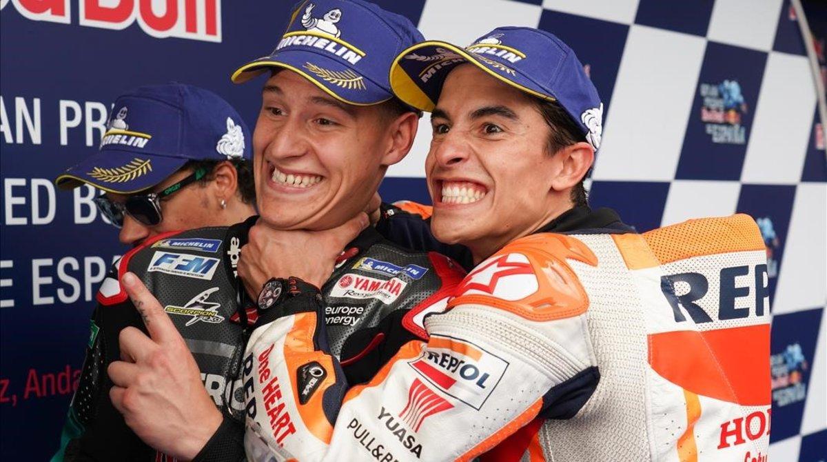 El francés Fabio Quartararo (Yamaha) ha logrado hoy, en Jerez, sustituir a Marc Márquez (Honda), el primero que le felicitó, como el piloto más joven en lograr una 'pole position' en MotoGP.