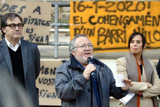 Francisco García, presidente de la Asociación de Vecinos Arraona Merinals de Sabadell, durante la firma del acuerdo.