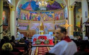 Celebración de la misa de Navidad en una iglesia en Gaza.