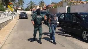 La Guardia Civil podría copiar a los Mossos y usar las polémicas pistolas eléctricas Taser