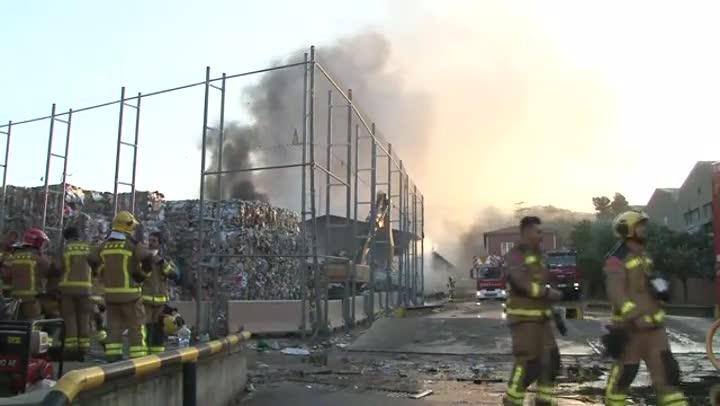 V deo incendio en una planta de reciclaje en sant feliu de llobregat - Temperatura sant feliu de llobregat ...