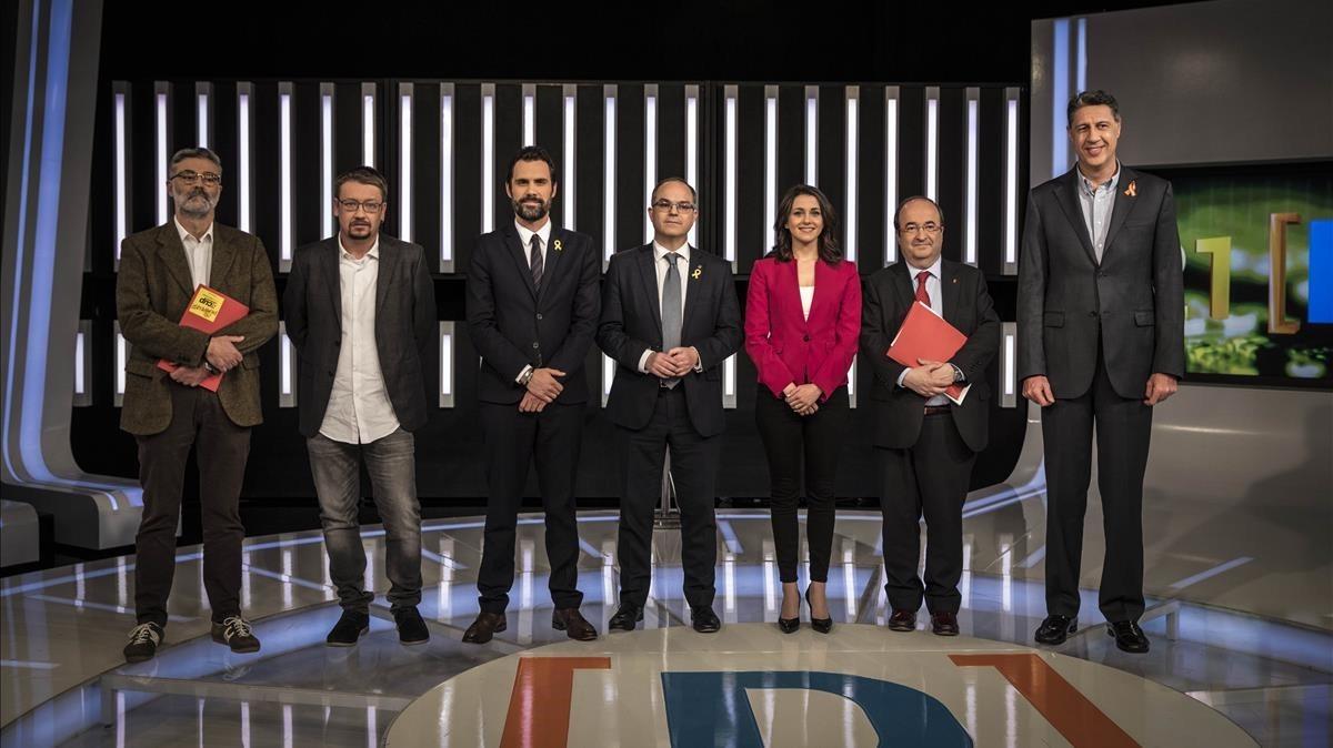 De izquierda a derecha, Carles Riera (CUP), Xavier Domènech (Catalunya en Comú Podem), Roger Torrent (ERC), Jordi Turull (Junts per Catalunya), Inés Arrimadas (Cs), Miquel Iceta (PSC) y Xavier García Albiol (PPC), en TVE.