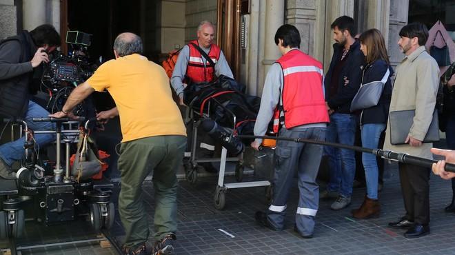 Borja Cobeaga rueda con Michelle Jenner y Hugo Silva en Barcelona