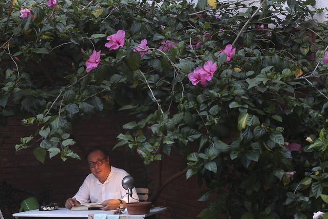 Joan Barril, en la terraza de su casa, en julio del 2013.