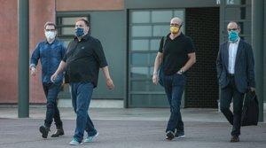 Jordi Cuixat, Oriol Junqueras, Raül Romeva y Jordi Turull, a su salida de la prisión de Lledoners por primera vez en régimen de semilibertad, el pasado 17 de julio.