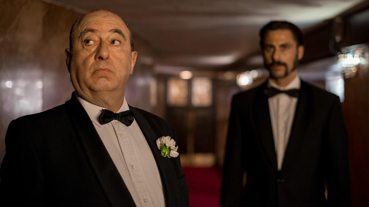 José Ángel Egido (Hitchock) y Hugo Silva (Pacino), en la tercera temporada de El Ministerio del Tiempo.
