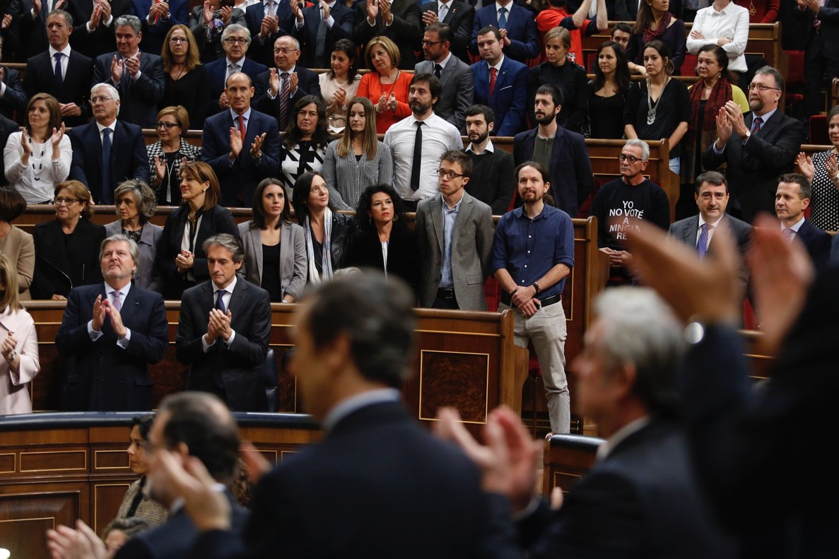 Momento en el que diputados de Podemos no aplauden a Felipe VI.
