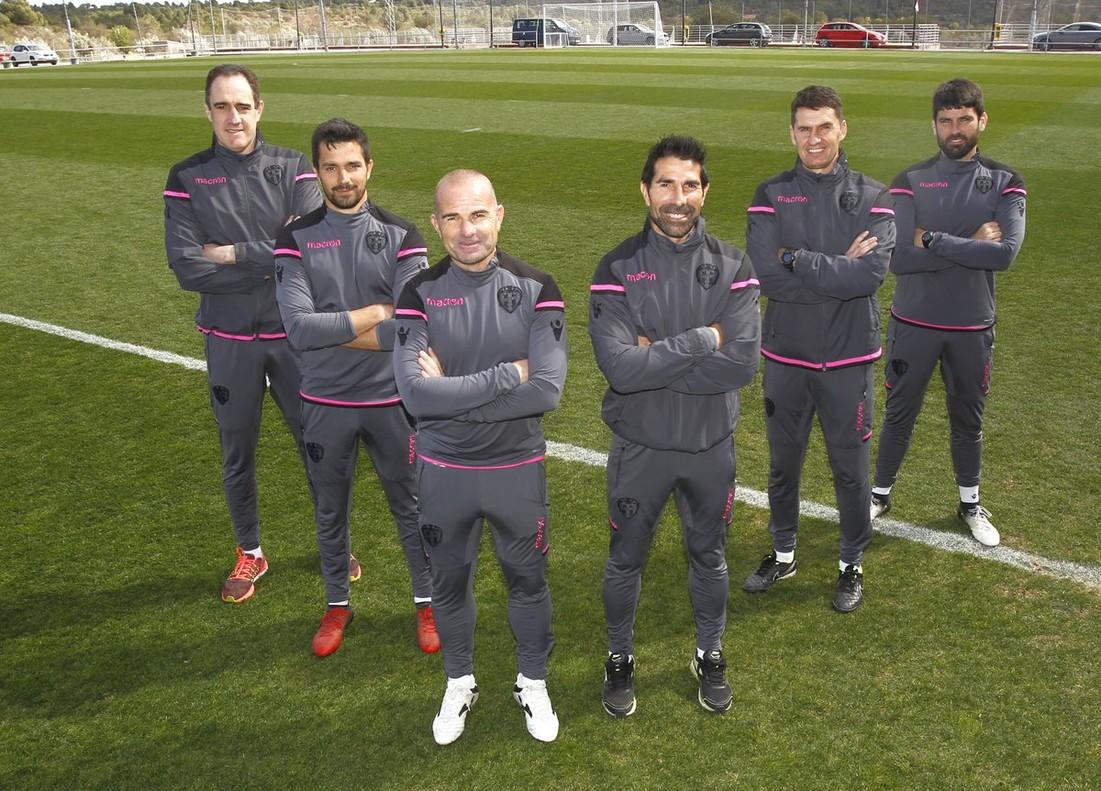 José Antonio Gordillo (segundo por la derecha), en una foto promocional del Levante tras la contratación de Paco López y su cuerpo técnico.