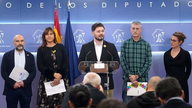 Los independentistas piden que el rey no ejerza tutela sobre las Cortes.