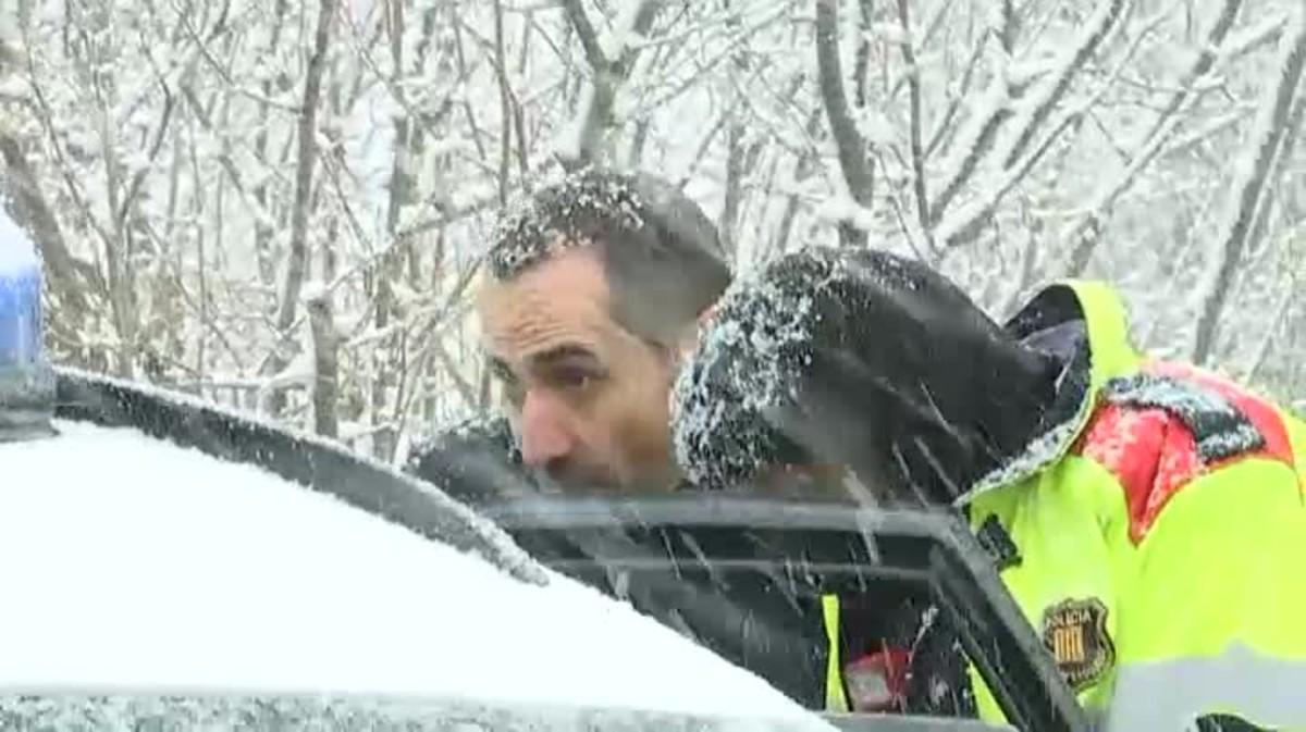 Jordi Magentí ha estado presente aunque sin bajarse del coche policial.