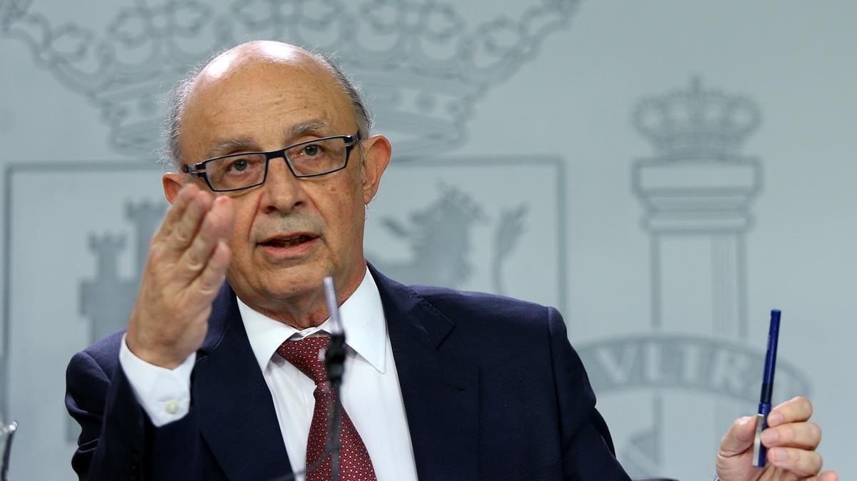 El ministro de Hacienda, Cristóbal Montoro, después de unConsejo de Ministros.