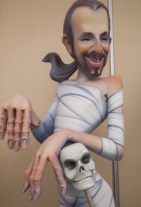 Figura del líder de Podemos, Pablo Iglesias, momificado.