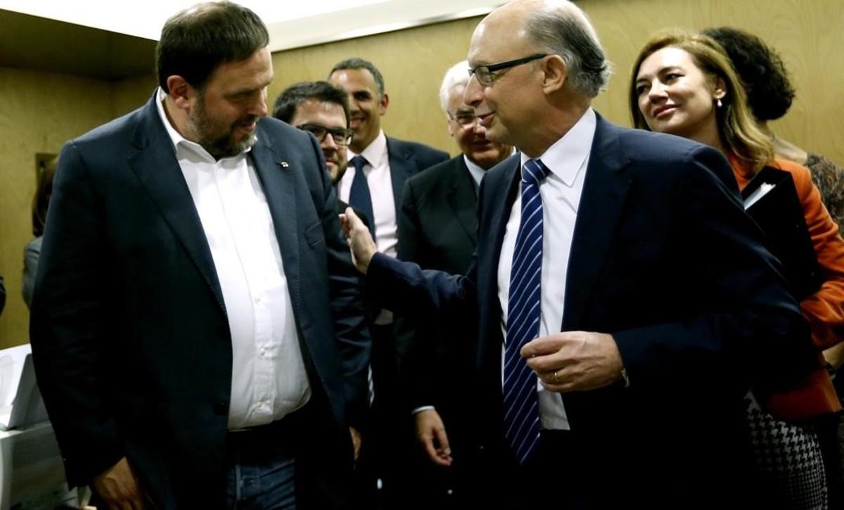Oriol Junqueras y Cristóbal Montoro, en el Consejo de Política Fiscal y Financiera de abril del 2016.
