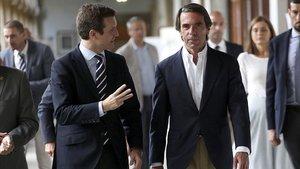 El presidente del PP, Pablo Casado, y el expresidente del Gobierno Jose María Aznar, durante la inauguración, estamañana, dela XVI edición del curso de verano FAES.