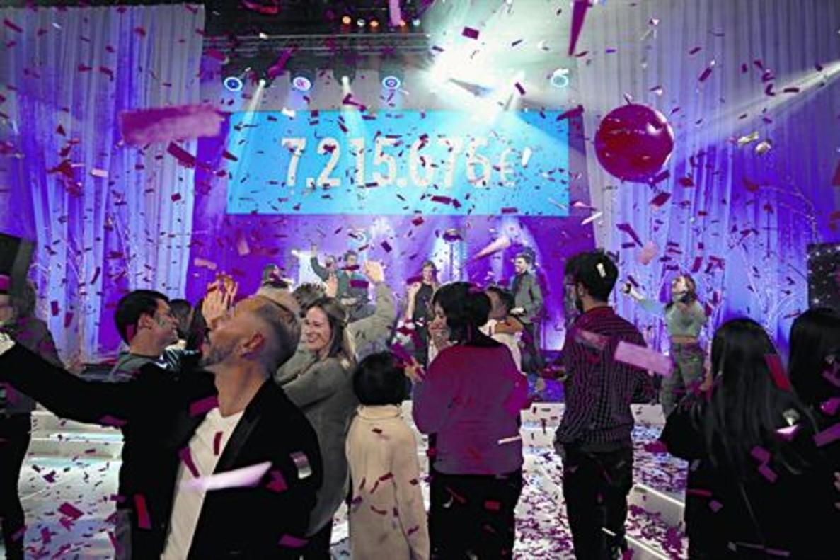 Participantes en 'La Marató' de TV-3del 2017 celebrala cifra final recaudada tras su aparición en el panel: 7.215.676 euros.