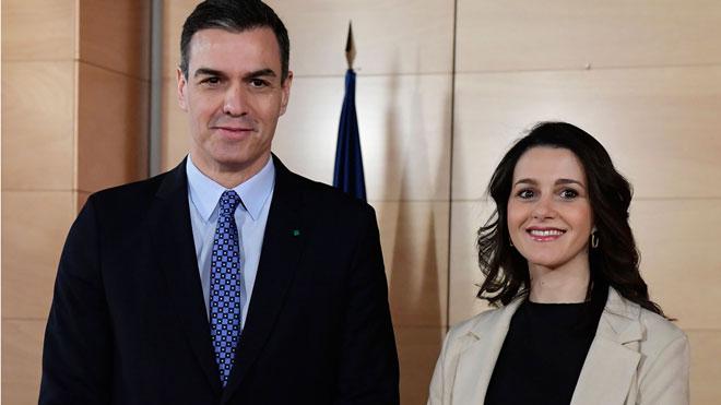 Pedro Sánchez se reúne con Inés Arrimadas en el Congreso.