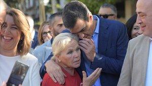 Pedro Sánchez y Susana Díaz, en el paseo que han dado esta mañana enCórdoba.