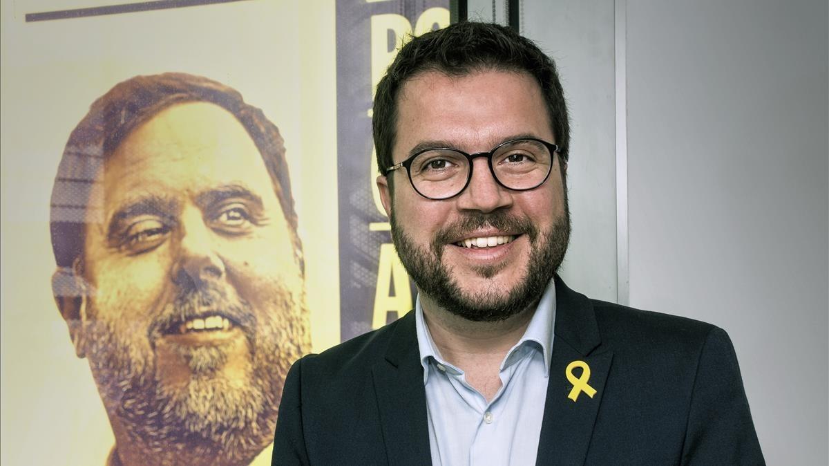 Pere Aragonès, ante unaimagen del exvicepresidente del Govern Oriol Junqueras.