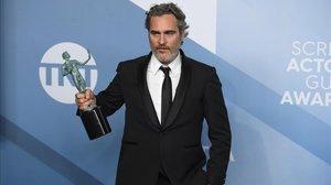 Joaquin Phoenix dedica su nuevo premio a Heath Ledger.