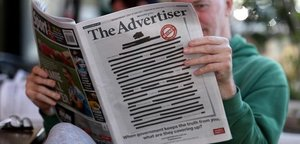 Portada de 'The Advertiser' ilegible en señal de protesta.