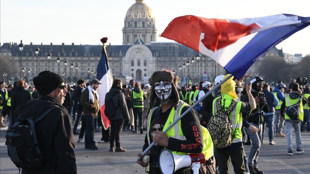 Protesta de los 'chalecos amarillos' en la explanada de los Inválidos en París.