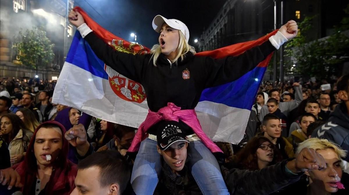 Protestas en Belgrado tras la elección de Vucic como presidente serbio.