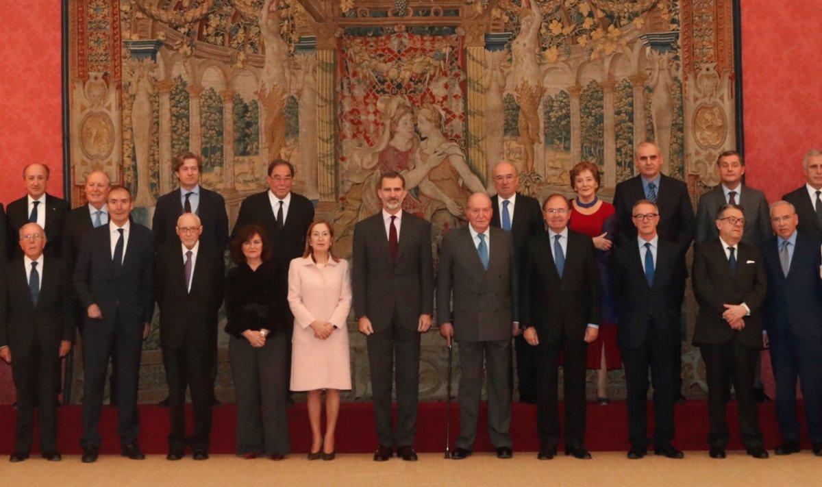 Juan Carlos I y Felipe VI reciben el consejo asesor de los actos de los 40 años de la Constitución