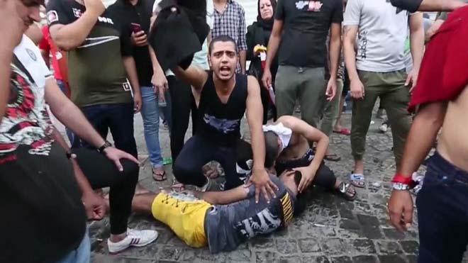La represión de la manifestación contra la corrupción causan un muerto y 200 heridos en Bagdad, Irak.