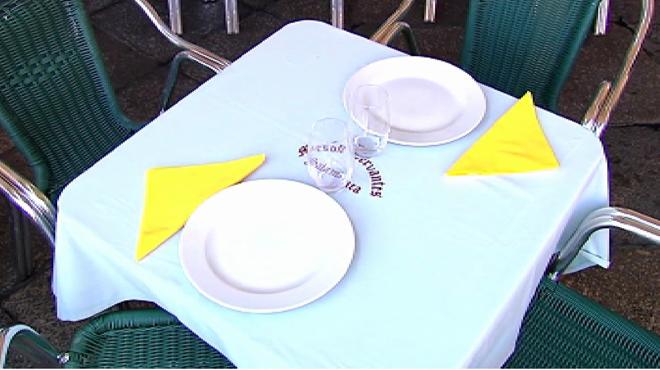 Por orden de la Policía Local, se retiran los cuchillos y tenedores de las terrazas de Salamanca para evitar ataques.