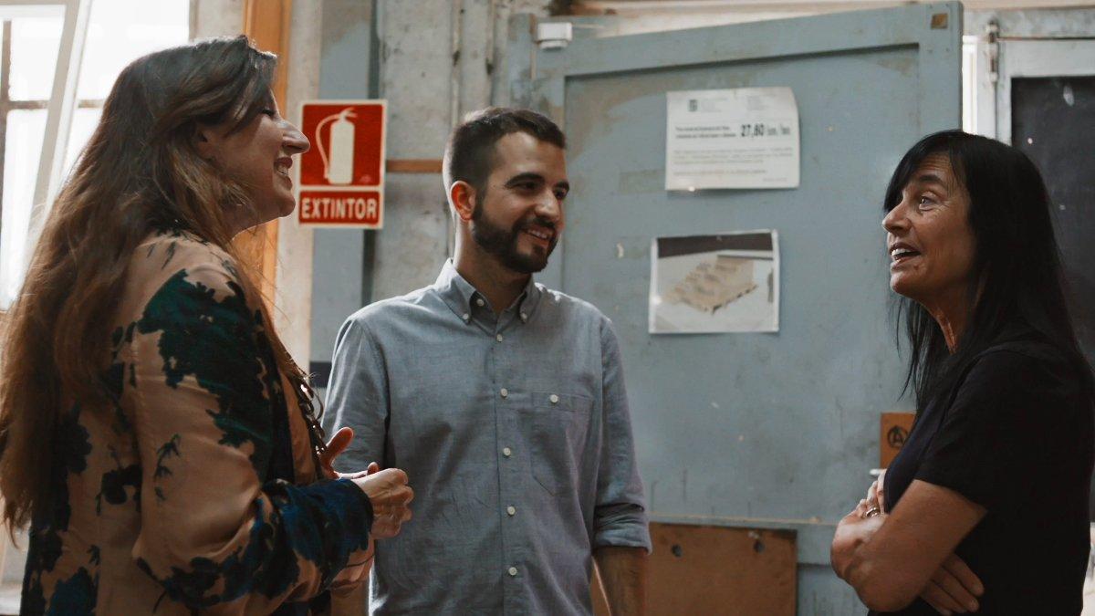 Ricard Ustrell, con Benedetta Tagliabue y Mara Dierssen, en 'Quatre gats'.