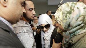 Shaima Swileh, la mujer yemení madre de un niño enfermo, aterriza en el aeropuerto de San Francisco (EEUU).
