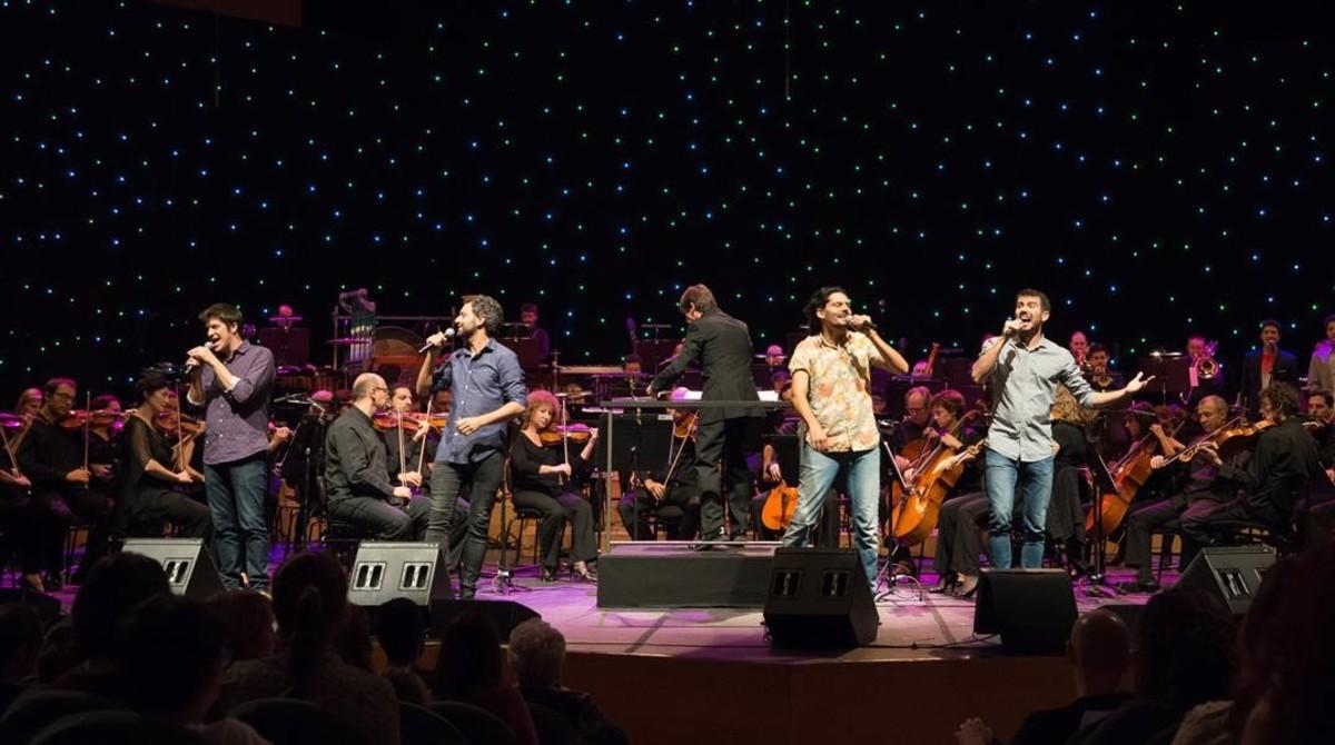Els Amics de les Arts, en el Auditori, durante el concierto final del Super 3.