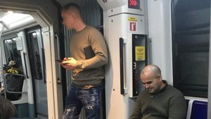 Ter Stegen, en el metro de Barcelona.