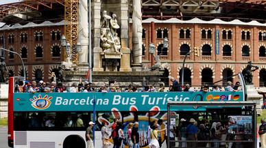 España acaba el verano sin récord de turistas por primera vez desde el 2010 pero aumenta el gasto