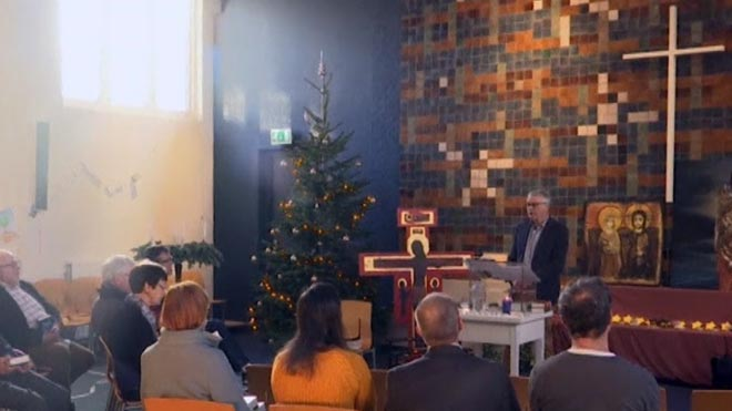 Una iglesia holandesa lleva un mes celebrando misa las 24 horas del día para evitar que deporten a una familia de refugiados.