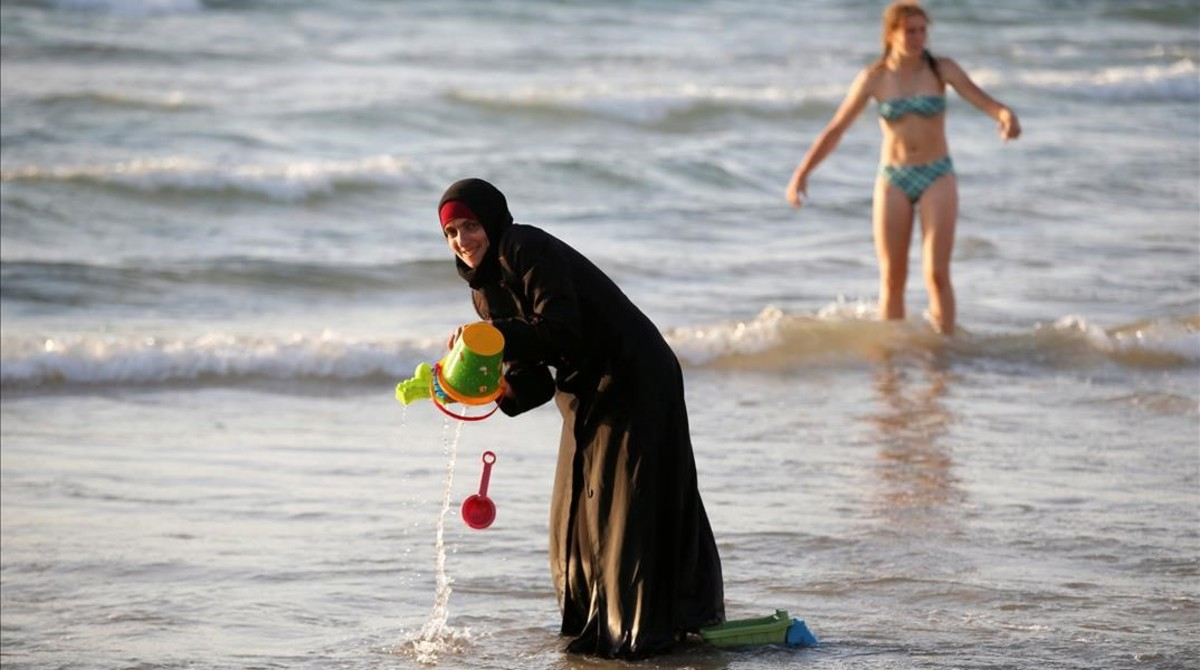 Una mujer musulmana ataviada con un hijab.