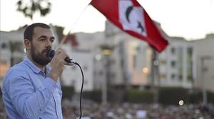 Zafzafi, durante una arenga ante decenas de miles de personas al final de una marcha multitudinaria, en Alhucemas, el 25 de mayo.