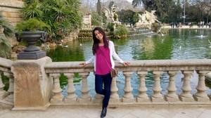Najua Zaani, estudiante marroqui que vive en Barcelona, en el parque de la Ciutadella.
