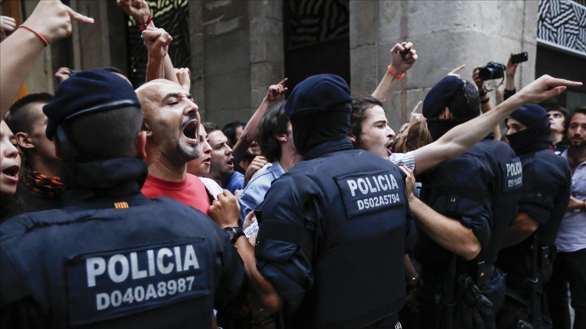 Concentración en la Via Laietana de Barcelona el día del referéndum del 1-O