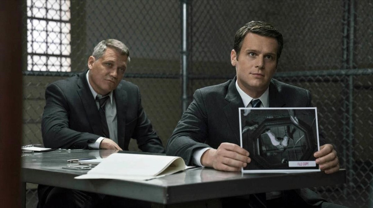 Holt McCallany (Bill Tench) y Jonathan Groff  (Holden Ford) en Mindhunter.