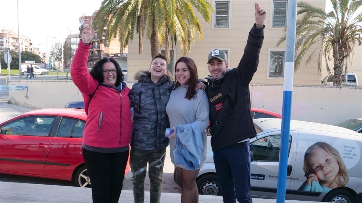 Familias afortunadas. De izquierda a derecha, Ana Guirao, José Antonio Gervilla, Icíar Infantes y KennethGiner, este viernes.